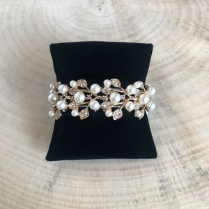 Pearl and Crystal Bracelet - gold